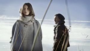 Radioteatteri esittää: Sydänmetsä. Kuvassa: Dora (Niina Koponen) ja Peter (Ville Tiihonen).