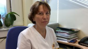 Doktor Ülle Einberg i sitt arbetsrum