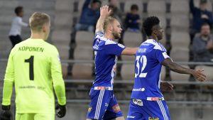 Joao Klauss gör mål för HJK.