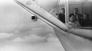 Människor som sitter i ett luftskepp, 1930-tal