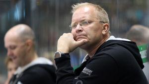 TPS chefstränare Kalle Kaskinen har en del att fundera på inför ligastarten den 14 september.