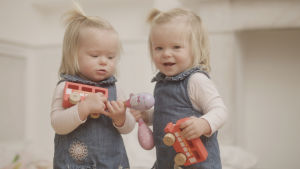 Brittidokumentissa tutustutaan kaksosten ominaisuuksiin ja elämään.