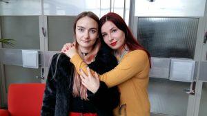 Ei koskaan enää -dokumentin ohjaaja Aino Suni ja räp-artisti Linda-Maria Roine alias Mercedes Bentso