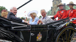 Uusi kaksiosainen dokumentti kuvaa kuningatar Elisabetin ja kuninkaallisen perheen elämää.