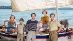 Värikkään Durrellin perheen sattumuksia seurataan brittisarjan kolmennella tuotantokaudella.