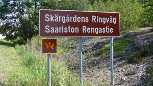 En skylt där det står Skärgårdens ringväg.