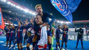 PSG firar mål med Kylian Mbappé och Neymar i spetsen.