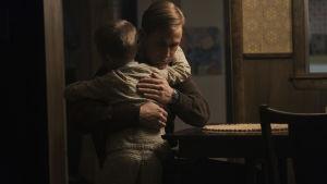 Neil kramar om sin yngre son dagen innan månfärden.