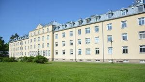 Rosengården flyttar ut ur Knipnäs våren 2016.