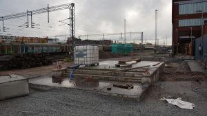 Fundament till Logomobron vid byggplatsen.