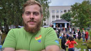 Moke Kokkonen jobbar för Slow food festivaen i Fiskars 2018.fo