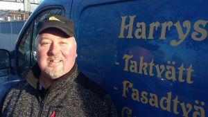 Harri Kaisla lever helt på finlandssvenska efter flytten till Ekenäs.