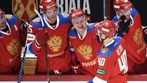 Rysslands hockeylandslag jublar.