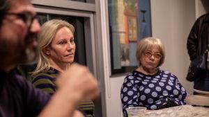 Medlemmar i en bokklubb möts