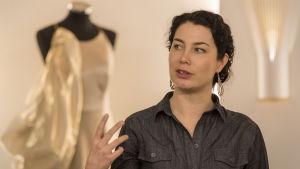 """Emma Kari  """"Se kolmas""""- osallistavan taidekampanjan  lehdistötilaisuudessa"""