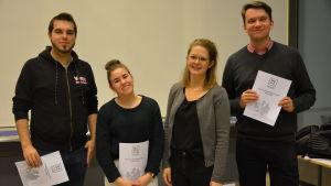 Styrelsen för Vasa studerande är mycket nöjd med att ha åstadkommit det första kommunalpolitiska programmet för studerande i Vasa. Från vänster Sami Korpela, Erika Storfors, Jutta Maunula och Jacob Storbjörk.