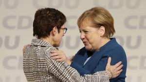 Angela Merkel och Annegret Kramp-Karrenbauer