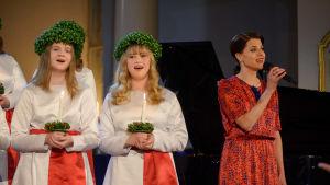 Skådespelerskan och sångerskan Emma Klingenberg gästade som artist på kröningskonserten.