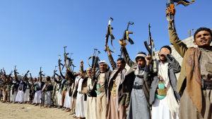 Houthirebeller som kontrollerar Hoideidah lovar att dra bort sina väpnade styrkor från staden
