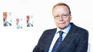 Arkkipiispa Kari Mäkinen kertoo Itse asiassa kuultuna -ohjelmassa urastaan ja elämästään.