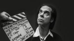 Nick Cave lähikuvassa, dokumenttielokuvan One More Time with feeling kuvauksissa.