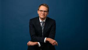 Heikki Ali-Hokka juontaa A-studiota tiistaisin.