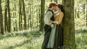 Claire Fraserin ja hänen skottimiehensä Jamien aikamatka halki historian jatkuu neljännen kauden uusissa jaksoissa.