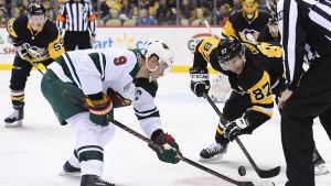 Mikko Koivu spelar ishockey.