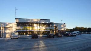 Logistikföretaget SE Mäkinens byggnad i frihamnen i Hangö.