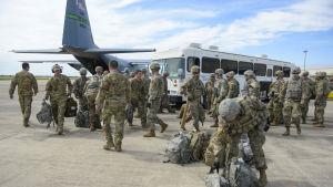 De 5 600 soldater som Trump har skickat till gränsen mot Mexiko, är inte i Kalifornien utan i Texas, dit ingen karavan veterligen är på väg