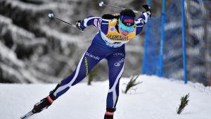 Krista Pärmäkoski på skidor.