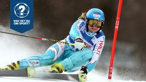 Tanja Poutiainen åker skidor.