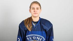 Julia Ahlskog är med i Finlands juniorlandslag.