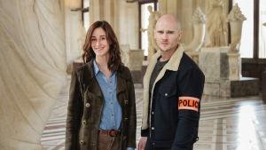 Nuori taidehistorioitsija ja poliisi selvittävät uudessa ranskalaissarjassa taidemaailmaan liittyviä rikoksia.