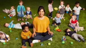 Kolmiosainen dokumenttisarja perehtyy vauvojen kehitykseen kahden ensimmäisen elinvuoden aikana.