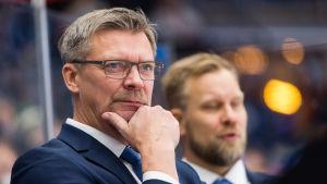 Jukka Jalonen tränar Finlands herrlandslag i ishockey.