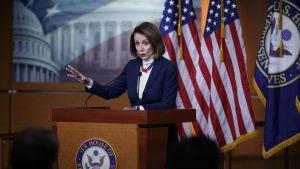 Pelosi höll en presskonferens just innan hon skulle iväg på den nu inställda resan till Afghanistan på torsdagen.