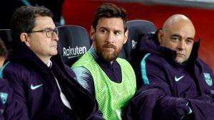 """""""Ska jag in nu?"""", ser Messi ut att undra."""