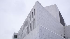 Finlandia-talon pohjoinen kulma.