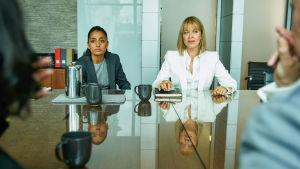 Uusi brittiläinen draamasarja Eroja ja avioeroja kuvaa huippujuristien elämää ja perhesuhteita.