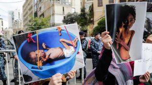 Libaneser demonstrerade mot kriget i Jemen utanför Saudiarabiens ambassad i Beirut i december 2018.