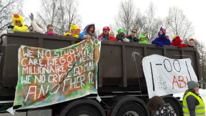 Abiturienter från Jakobstads gymnasium firar penkis