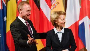 Ursula von der Leyen och Patrick M. Shanahan på säkerhetskonferens i München.