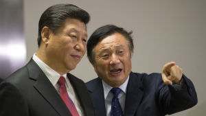 Ren Zhengfei (till höger) i samtal med Kinas president Xi Jinping