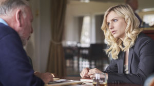Uusi brittiläinen draamasarja kertoo menestyneen poliisin piinasta.