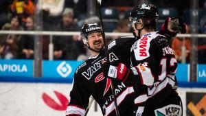 Nolan Yonkman och Anton Stråka jublar