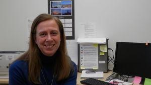 Carola Lindén i sitt arbetsrum