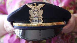 Lähikuvassa yhdysvaltalaispoliisin hattu