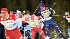 Matti Heikkinen genast efter Ryssland och Norge på den tredje sträckan.
