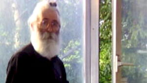 Bild på Radovan Karadzic under tiden på rymmen undan rättvisan.